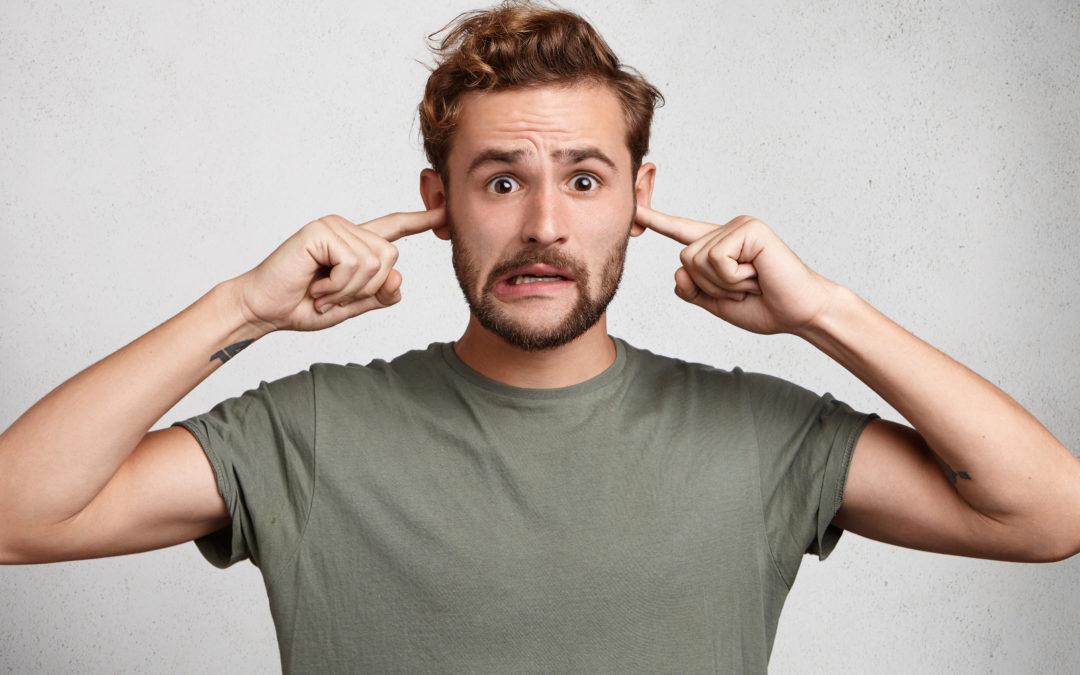 Cómo quitar un tapón de cera en el oído.